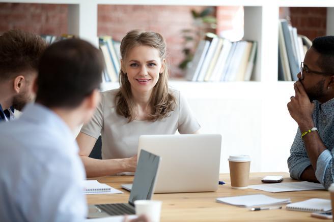 Il capo perfetto? Condivide le informazioni e sa ascoltare: le 10 qualità (secondo Google)
