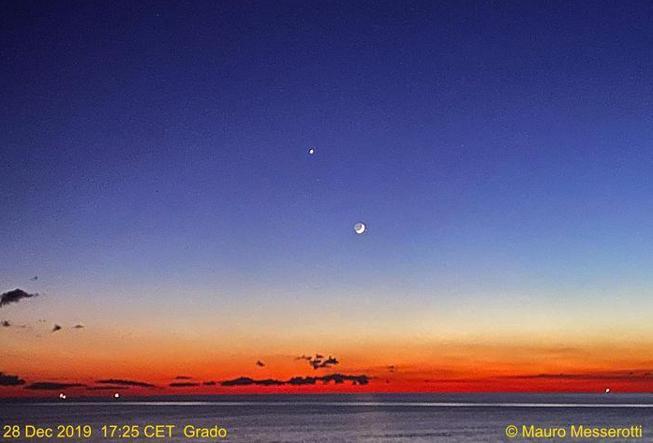 Notte di Capodanno, in cielo l'«abbraccio» tra Luna, Venere e Sirio