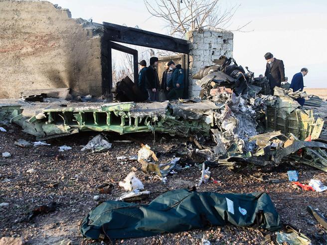 Iran, aereo ucraino precipita dopo il decollo: 177 morti