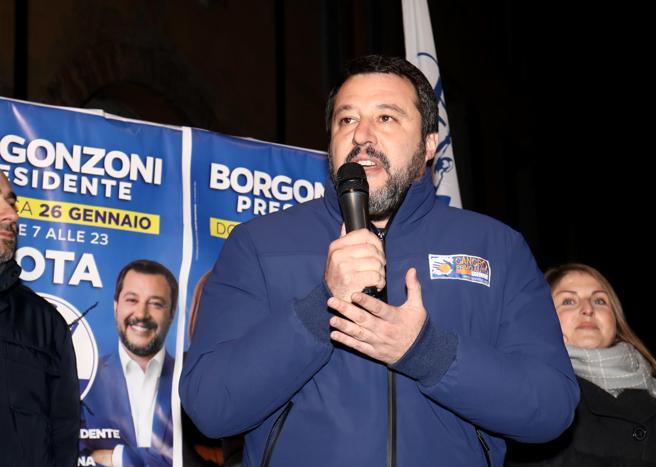 Caso Gregoretti, sul processo a Salvini la maggioranza chiede il rinvio del voto. E lui: «Sono senza dignità»