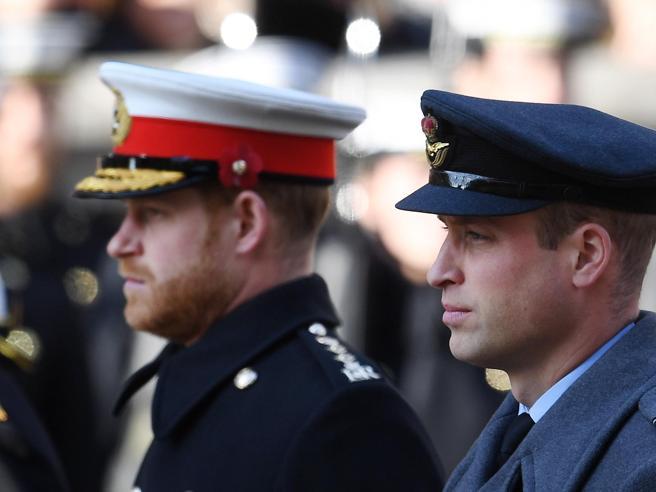 Le dimissioni da reali di Harry e Meghan, il rammarico di William: «Lo proteggevo, ora non posso più farlo»