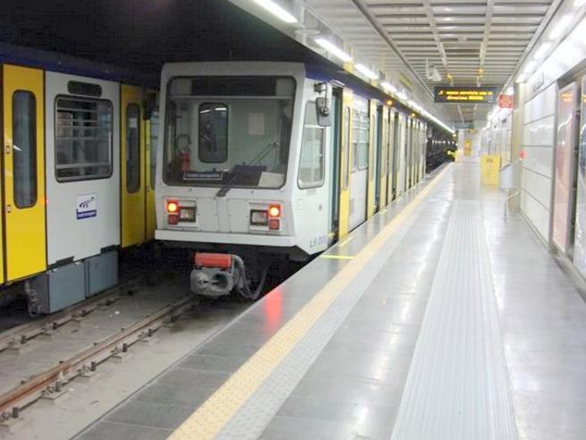 Scontro fra treni della metropolitana a Napoli: feriti Dopo l'impatto: foto| Video