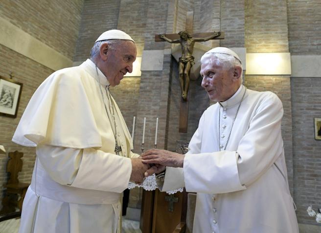Non ci sono due Papi, ma la loro diversità è strumentalizzata nella lotta tra fazioni