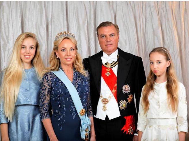 Donne e Savoia, monarchici divisi. I Duchi d'Aosta: «La legge Salica non si tocca»