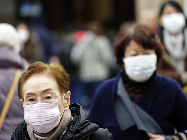 Virus cinese, quasi 2 mila contagiati: controlli negli aerop