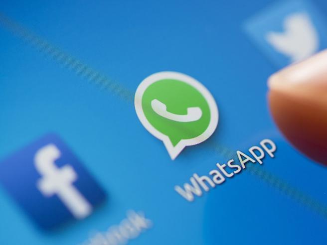WhatsApp, disservizio impedisce l'invio di video e messaggi audio