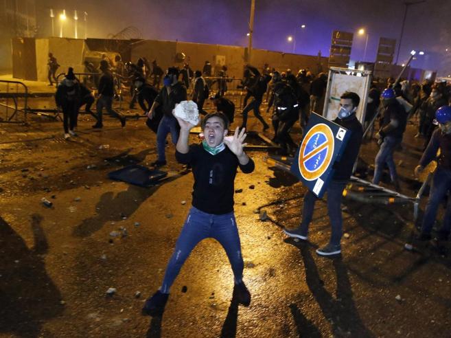 Libano, dentro la battaglia che incendia BeirutVideoracconto