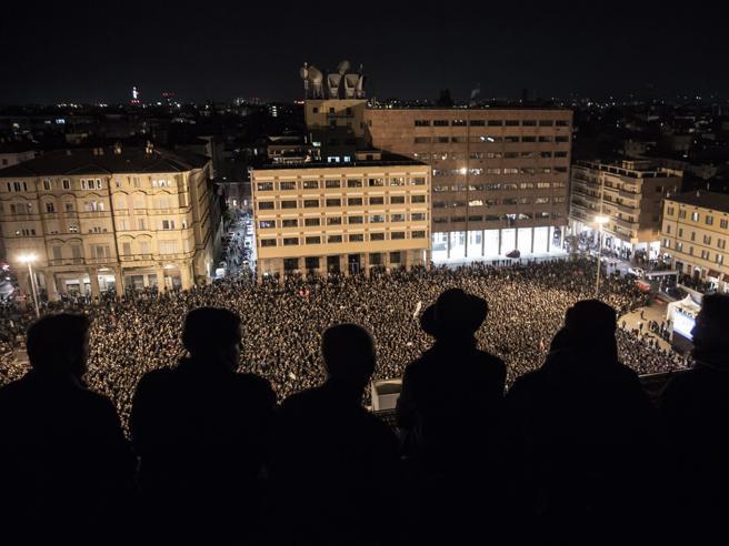 Sardine, la grande festa (e la paura): «Noi alternativi al sovranismo»