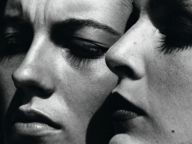 Helmut Newton, il potere dell'immagine. Una mostra celebra il fotografo nato 100 anni fa