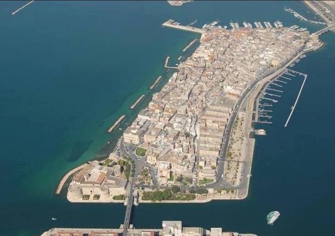 Taranto, non solo Ilva Palazzi in vendita a 1 euro per salvare la Città vecchia