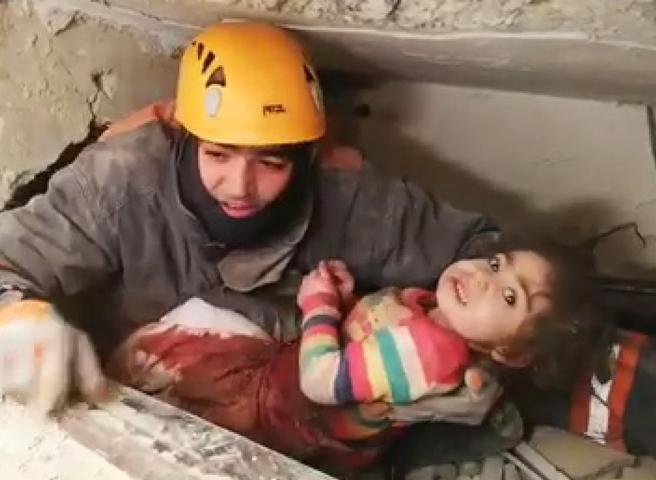 Terremoto in Turchia, estratte vive una madre e la figlia di 2 anni