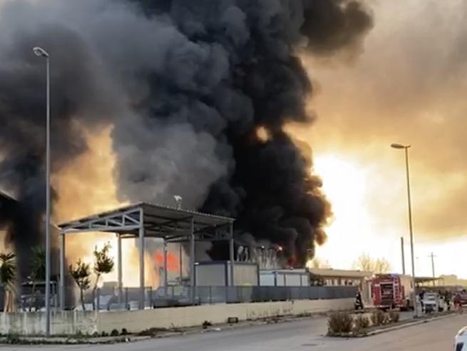 Rifiuti, 23 mezzi bruciati a San Severo: quarto caso nel Foggiano
