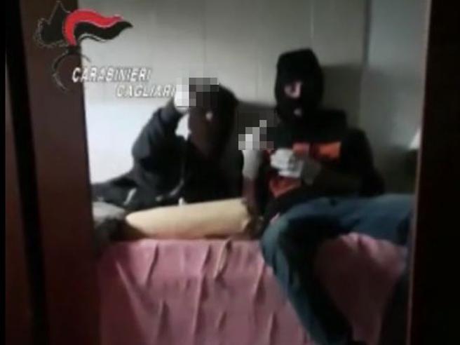 Il selfie prima della rapina stile «arancia meccanica»: arrestati