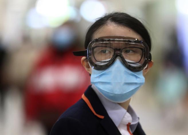 Virus Cina, i contagi hanno superato quelli della Sars. Corsa contro il tempo per trovare il vaccino