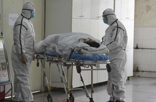 Coronavirus, così due medici cinesi spiegano gli errori dei primi giorni