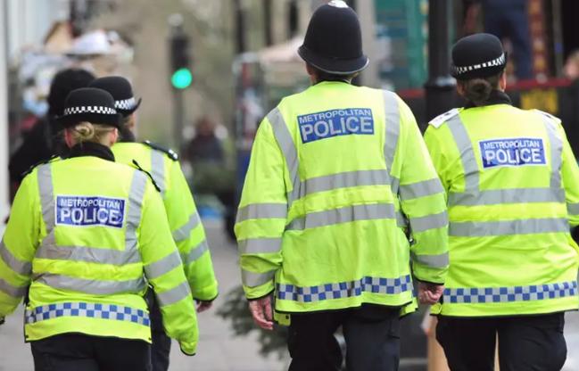 Attentato a Londra: armato di machete ferisce i passanti. «È terrorismo»