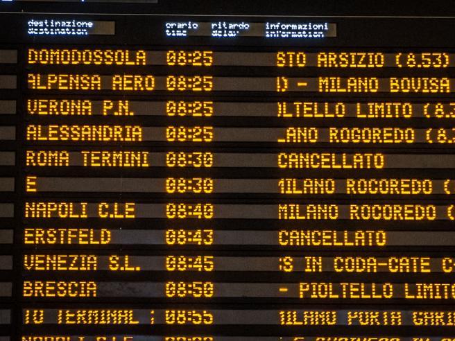 Treno deragliato, sulla linea alta velocità Milano-Bologna ritardi e cancellazioni |   Diretta