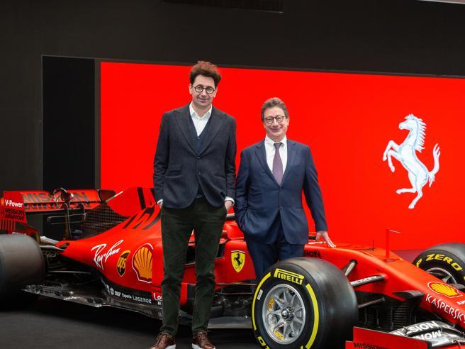 Presentata la nuova Ferrari: si chiama SF1000, il suo colore è rosso scuro opacoLo show  in diretta | Foto