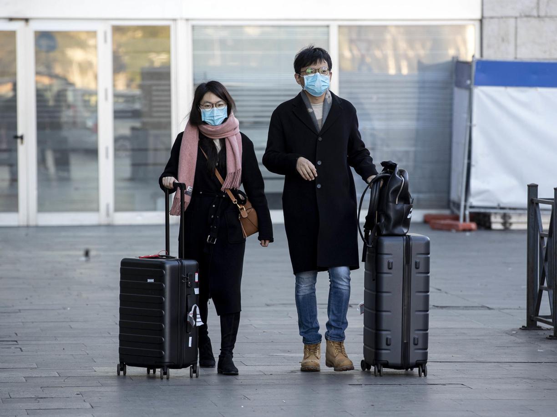 Turisti asiatici alla Stazione Termini di Roma (Ansa)