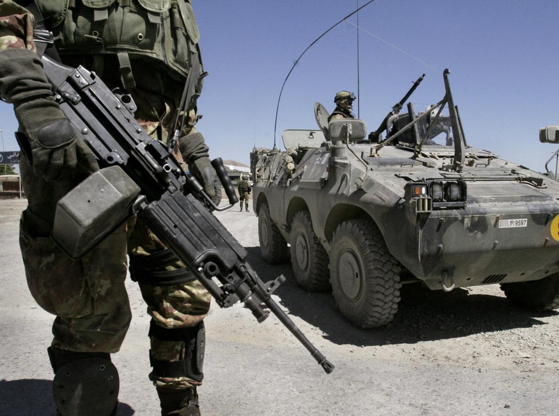 Soldati italiani a Kabul (Ap)