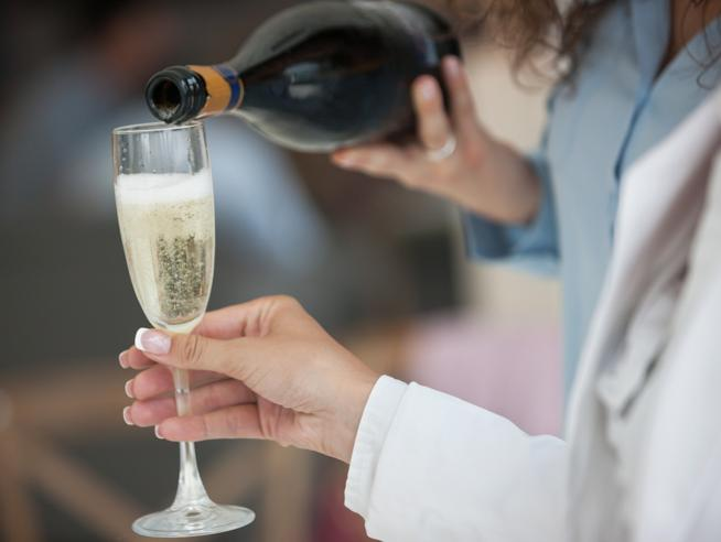 Temperatura, bicchiere e abbinamenti: come portare in tavola lo Champagne