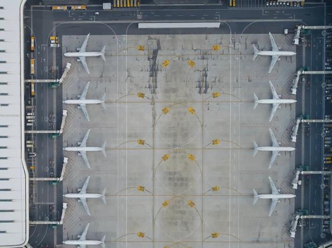 Coronavirus, la crisi dei cieli mondiali tra aerei fermi e crollo dei passeggeri
