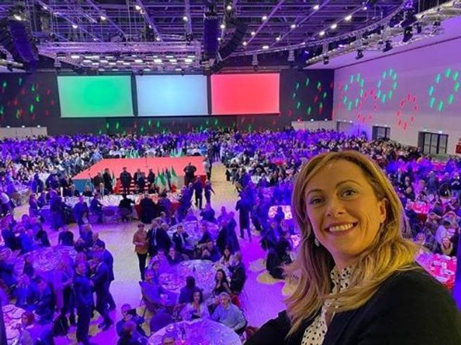 Giorgia Meloni ora preoccupa Salvini: sondaggi, viaggi in Usa e maxi cene con i fan