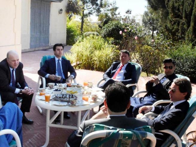 Renzi dal Pakistan: «Se cade il Conte bis, nuovo governo e niente elezioni»