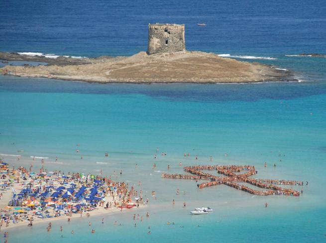 Spiaggia della Pelosa: biglietto di 3,5 euro, numero chiuso e braccialetto