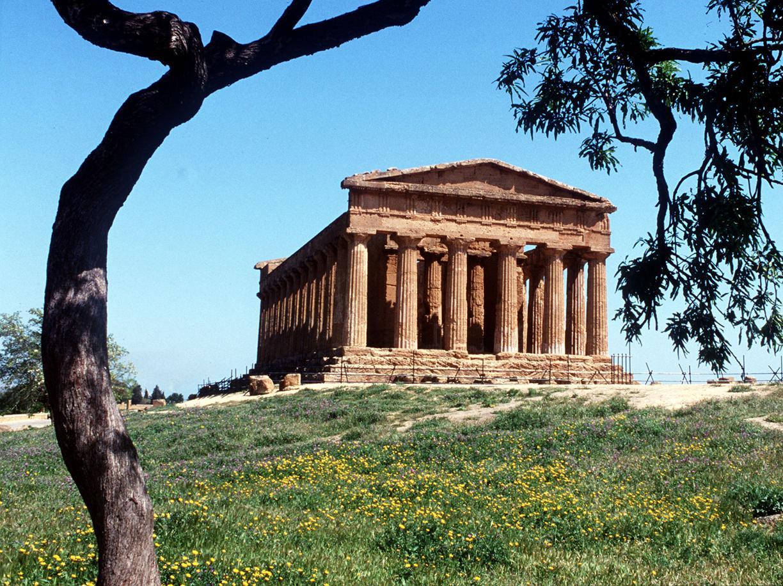 Uno scorcio della Valle dei Templi di Agrigento (Ansa)