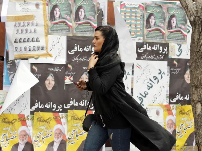 Iran al voto con i riformisti esclusi L'unico test è l'afflu