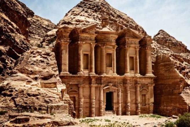 Petra, turista italiano morto:  colpito  da masso staccato