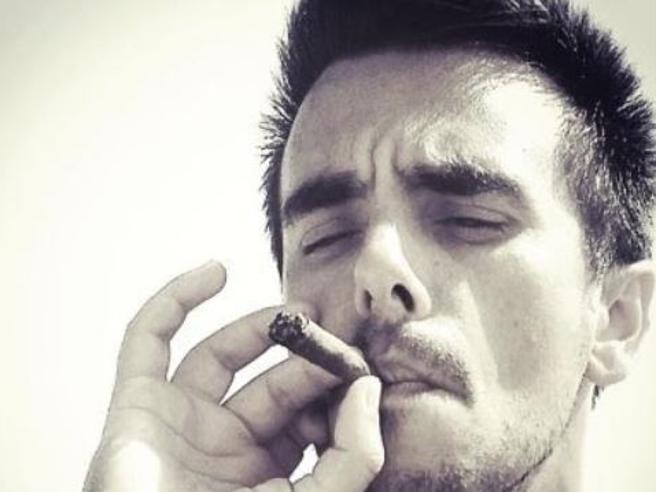 Morto Max Conteddu: l'amore per la vita, il tumore raccontato su Twitter e  quella luce  che ha  acceso  in noi