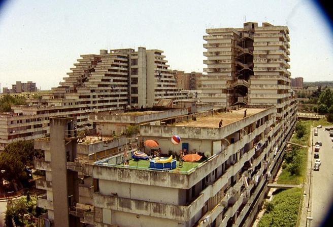 Abbattute le Vele a Scampia: l'utopia, la realtà e la fictio