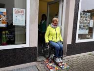 Rampe costruite con i mattoncini Lego per aiutare le persone disabili