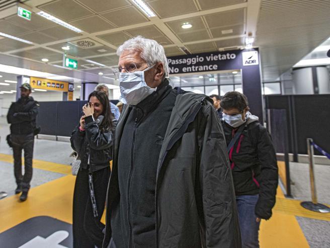 Ingressi vietati,  quarantena e isolamento:le restrizioni imposte  agli italiani all'estero