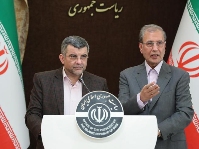 Iran, viceministro che negava i 50 morti  in quarantena con il virusQuando sudava in tv
