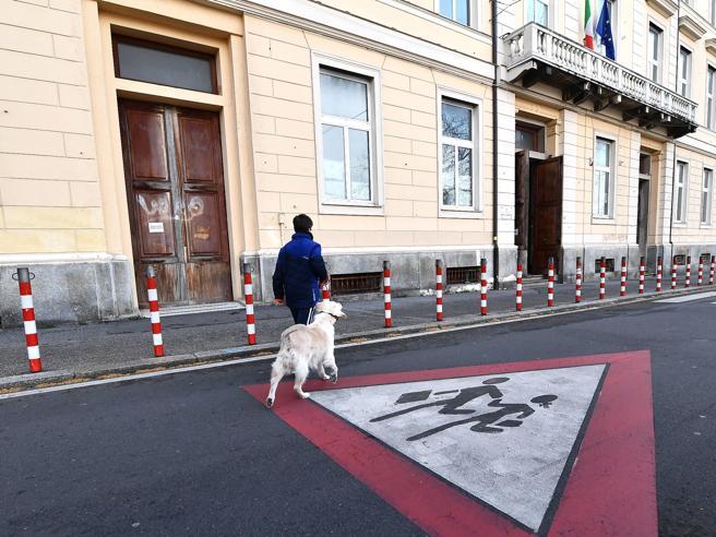 Scuole chiuse anche a Napoli e PalermoLa ministra: «L'anno non sarà perso» |NovitàE un preside scrive: ...