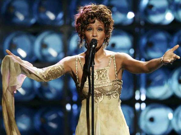 Whitney Houston in tour: «risorge» e canta dal vivo (ma è un ologramma)