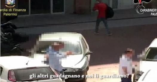 Palermo, sette arresti per corruzione Ex boss svela «affari» al Comune