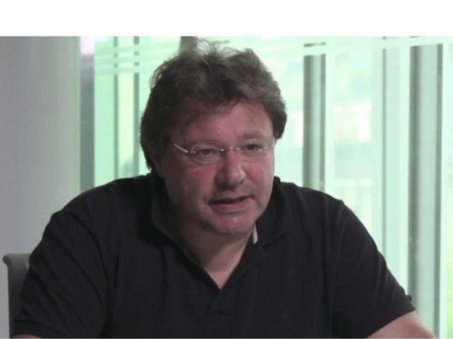 Coronavirus, il virologo Rizzardini: «Ora bisogna limitare i contatti sociali, ora il contagio è ancora 1 a 2»