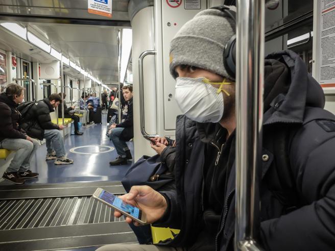 Coronavirus, posso usare i mezzi pubblici? Bloccare i voli è servito? Domande e risposte