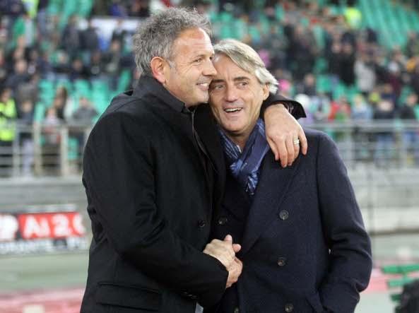 Mancini con Sinisa Mihajlovic quando erano allenatore e vice dell'Inter (Lapresse)