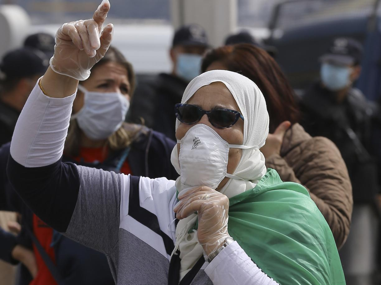 Dal Venezuela al Cairo, se i regimi sfruttano i divieti del virus