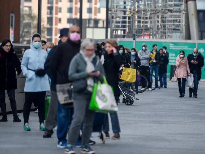 Coronavirus, le nuove regole per sport all'aperto, passeggiate nei parchi e supermercati