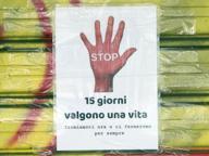 Coronavirus, i cartelli sui negozi di Roma: «Evviva l'amore e la vita»