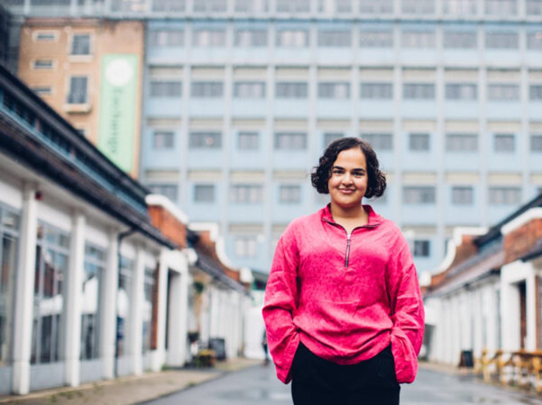 Nadia Whittome, dal Parlamento al lavoro in un ospizio