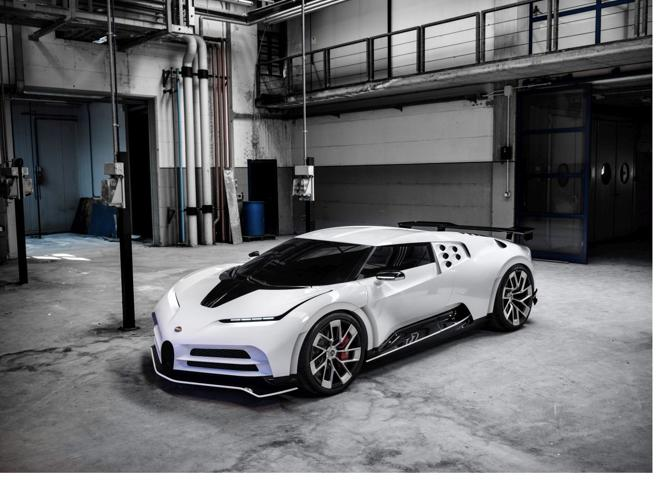 Cristiano Ronaldo si regala anche la Bugatti Centodieci da 9 milioni