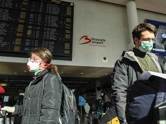 Migliaia di italiani bloccati all'estero. E per tornare ora serve una dichiarazione