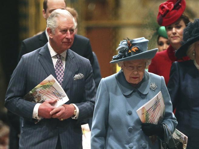 Coronavirus, il principe Carlo è uscito dalla quarantena dopo 7 giorni